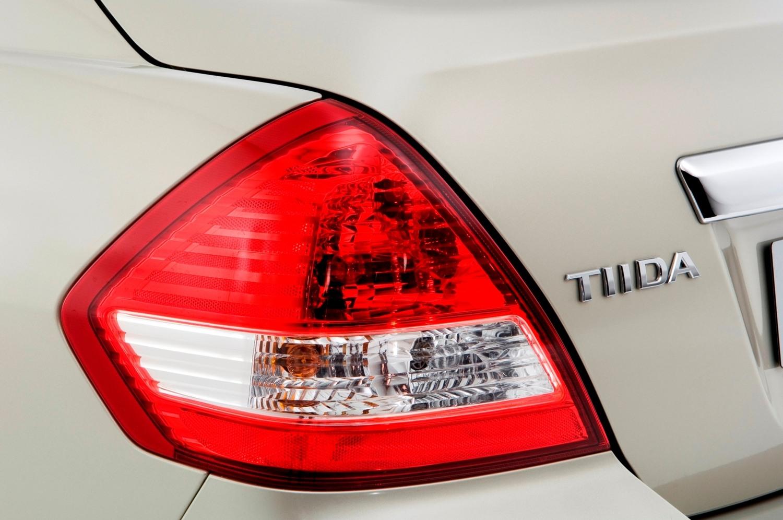 Nissan Tiida (Ниссан Tiida) 2019 - обзор модели c фото и видео