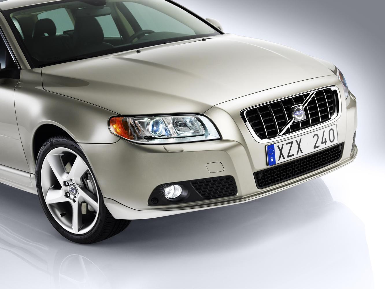 Volvo V70 (Вольво V70) 2020 - обзор модели c фото и видео