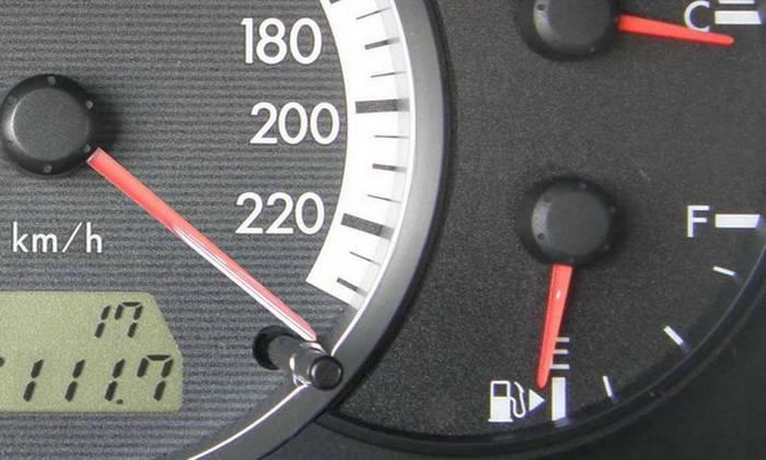 Почему машина много бензина расходует