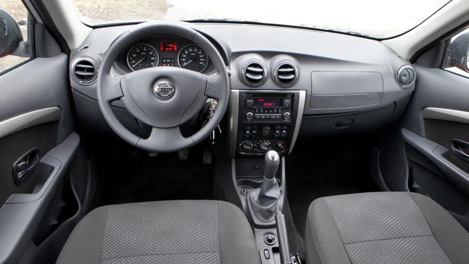 Приборная панель Nissan Almera