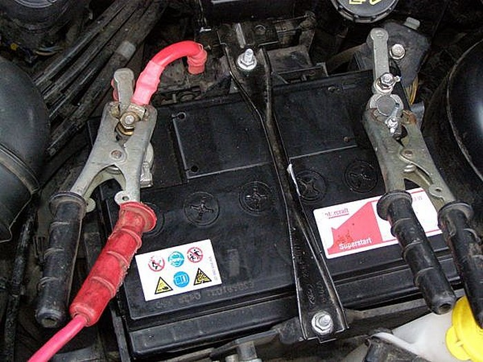 как зарядить аккумулятор на киа серато